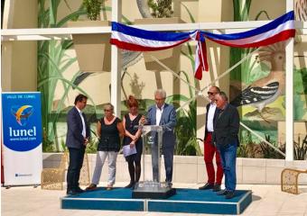 photo de la tribune d'inauguration avec le maire et l'architecte